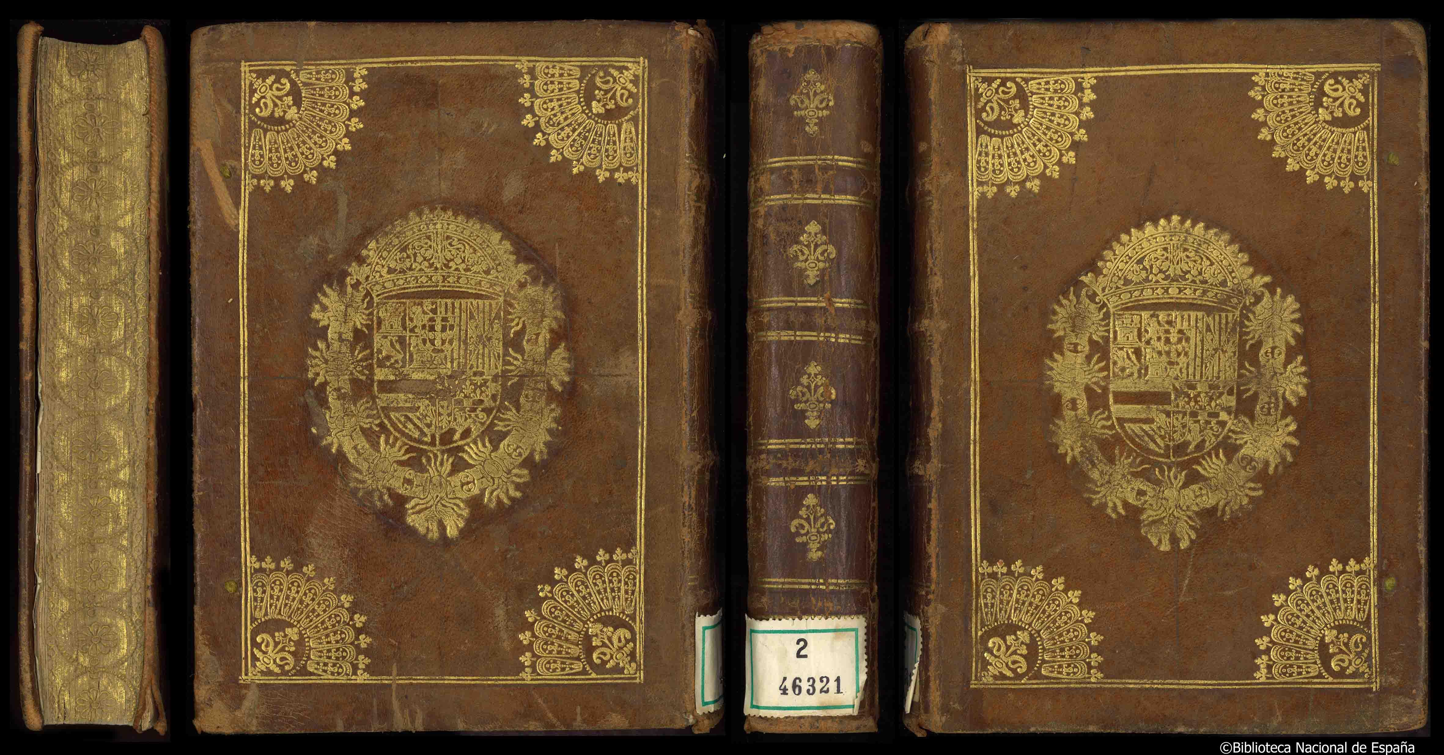 Encuadernación heráldica en piel avellana de estilo abanicos;  recuadro de dos hilos dorados; en las esquinas, cuartos de abanico con flor dorada en el interior; en el centro escudo real de Carlos II; restos de cierres de seda azul; cortes dorados y cincelados