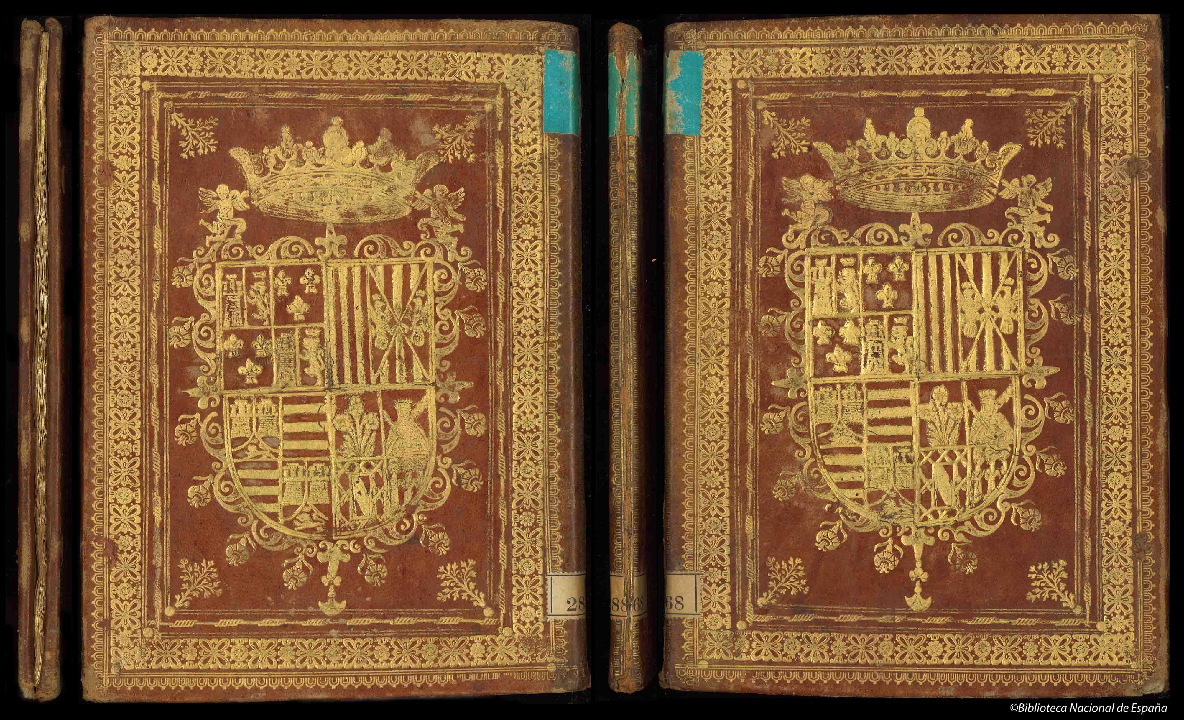 Encuadernación heráldica en piel avellana con hierros dorados en ambas cubiertas, con supralibros central del IX Duque de Medinaceli ; lomo cuajado y cortes dorados ; marcas de correíllas de tela