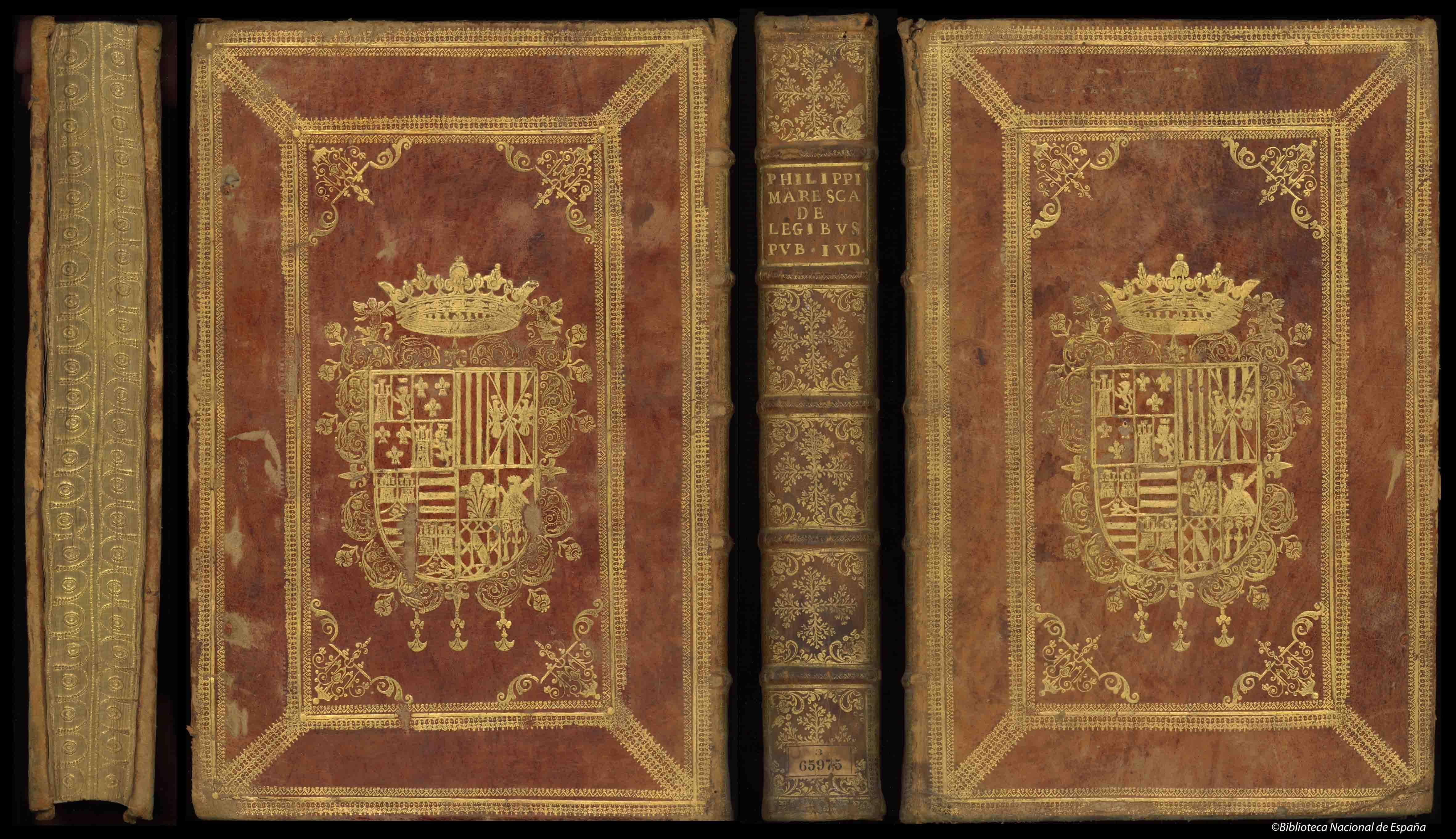 Encuadernación en piel avellana con hierros dorados en ambos planos y supralibros central del IX Duque de Medinaceli; lomo cuajado y cortes dorados y cincelados; guardas de papel al agua